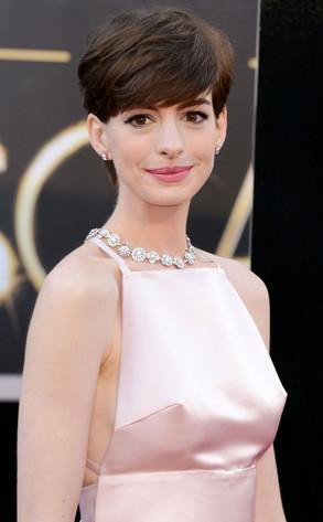 """Anne """"Capezzoli d'acciaio"""" Hathaway"""