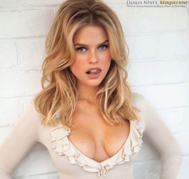 Ciao, sono Alice Eve, mi vedrai in Star Trek Into darkness, so' figa