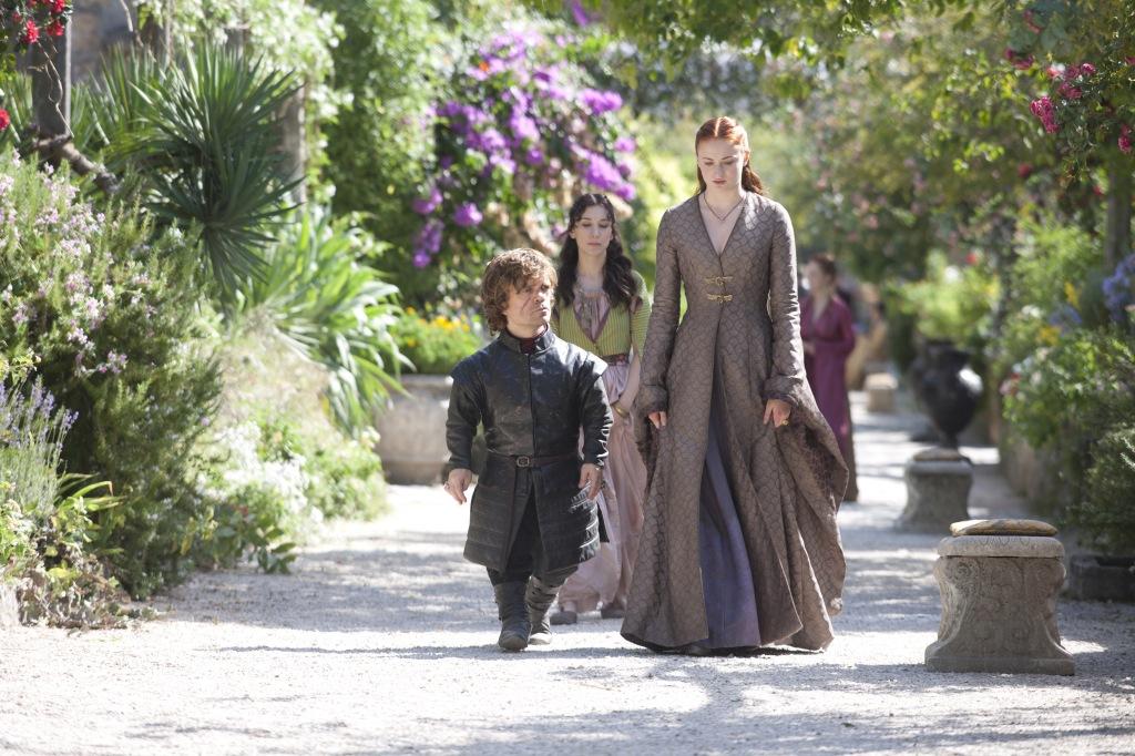 """Tyrion: """"Stasera ci guardiamo insieme il finale di Downton Abbey?"""" Sansa: """"Sì, io preparo i popcorn"""". Shae: """"Io porto le manette""""."""