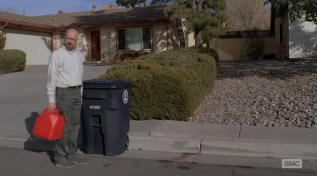 Sono il padrino della mala del New Mexico, metto la spazzatura nel secchione di Carol per sviare le indagini e indosso delle orribili mutande bianche