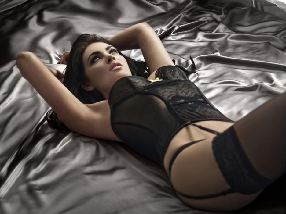Motivo numero 3 - Non me la rimorchio solo perchè è tutto merito della lingerie, in jeans e maglietta è 'na coz.... Ahahahah, datemi una salviettina