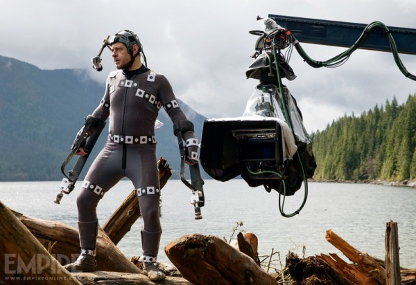 dawn-of-the-planet-of-the-apes-andy-serkis-set-photo-600x412