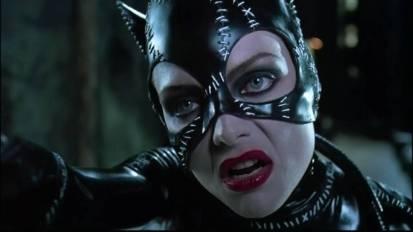 All'epoca, in America, i poster di Catwoman alla fermata degli autobus venivano rubati con una frequenza tale che la Warner chiede alla polizia di presidiare i cartelloni pubblicitari. Michael Keaton guadagnò 11 milioni di dollari per interpretare una seconda volta l'uomo pipistrello. Tim Burton commentò che se li meritava tutti.