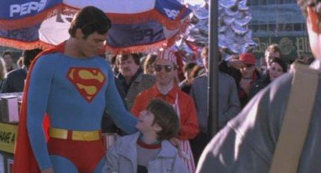 Superman IV. Un disastro completo, per come è stato pensato e realizzato. Per convincere Reeves a indossare per la quarta volta il mantello e i mutandoni rossi dell'Uomo di acciaio, la produzione accettò di finanziare un filmetto (Street Smart) e lo accreditarono per la sceneggiatura. Effetti patetici in un film che è un disastro dall'inizio alla fine.