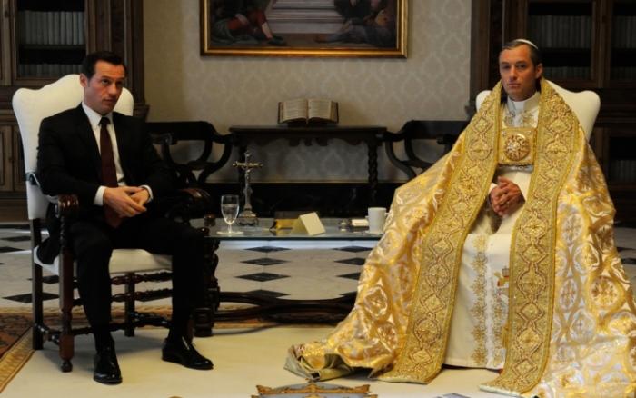 the young pope 6 immagini stefano accorsi jude law
