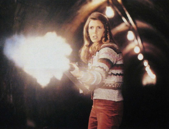 carrie-fisher-with-gun