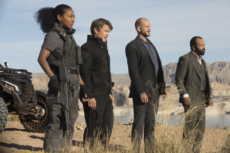 westworld-season-2-betty-gabriel-luke-hemsworth-gustaf-skarsgard-jeffrey-wright è un cazzo di casino