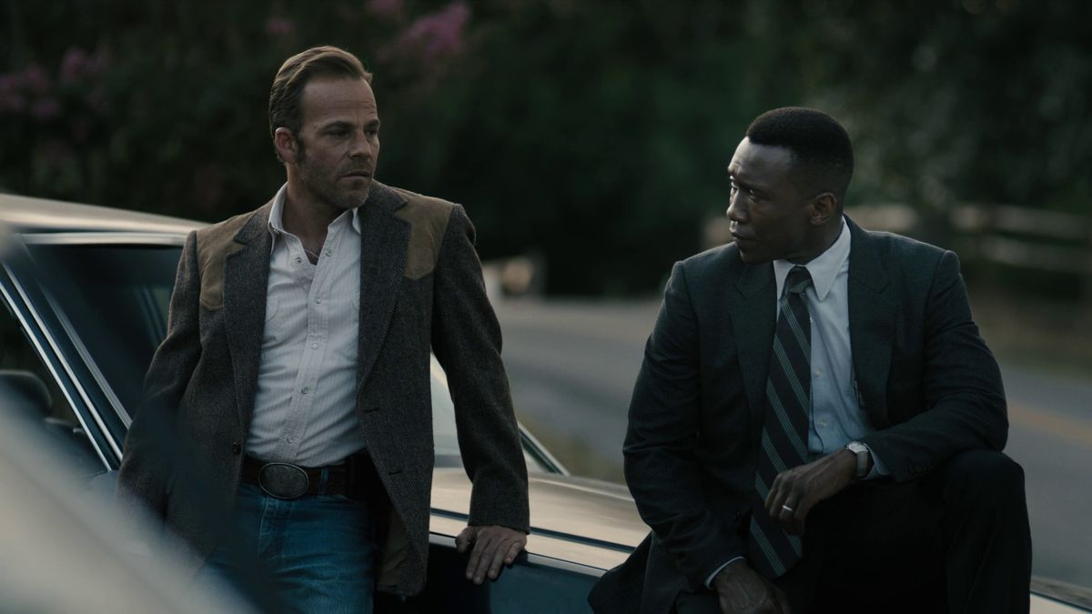 True_Detective_season_3_episode_7_Roland__Wayne__and_the_cops_at_the_motel__1990